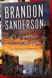 Portada del libro El camino de los reyes, de Brandon Sanderson