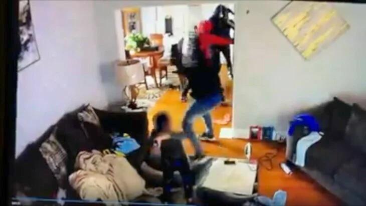 Niño héroe de 5 años enfrenta a ladrones y los golpea para proteger a su mamá