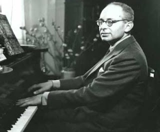 Mario Castelnuovo-Tedesco began composing music for the piano when he was a boy, growing up in Siena