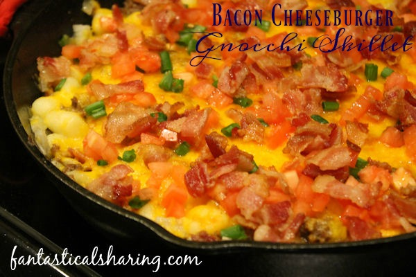 Bacon Cheeseburger Gnocchi Skillet // When your day has been rough, this one pot skillet meal with all the flavors of a bacon cheeseburger is ready in under 30 minutes. #recipe #bacon #maindish #onepot #skilletmeal