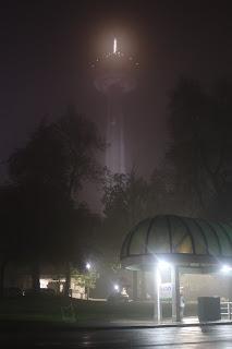 מגדל סקיילון בלילה