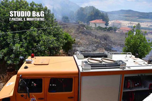 Τρείς πυροσβέστες τραυματίες σε πυρκαγιά κοντά στο Ζευγολατιό Κορινθίας