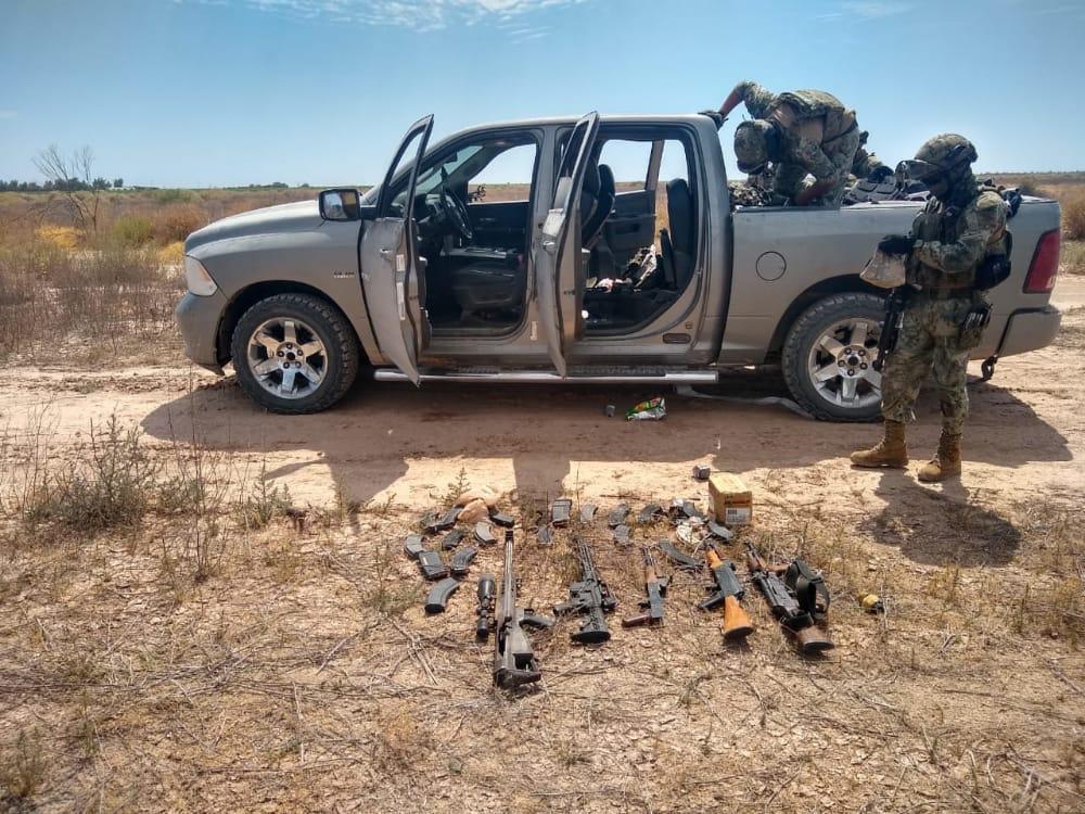 Marinos encuentran Camionetas y armas que Sicarios abandonaron en Caborca; Sonora