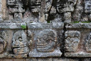 Relieve de la Plataforma de los Cráneos, en Chichén Itzá