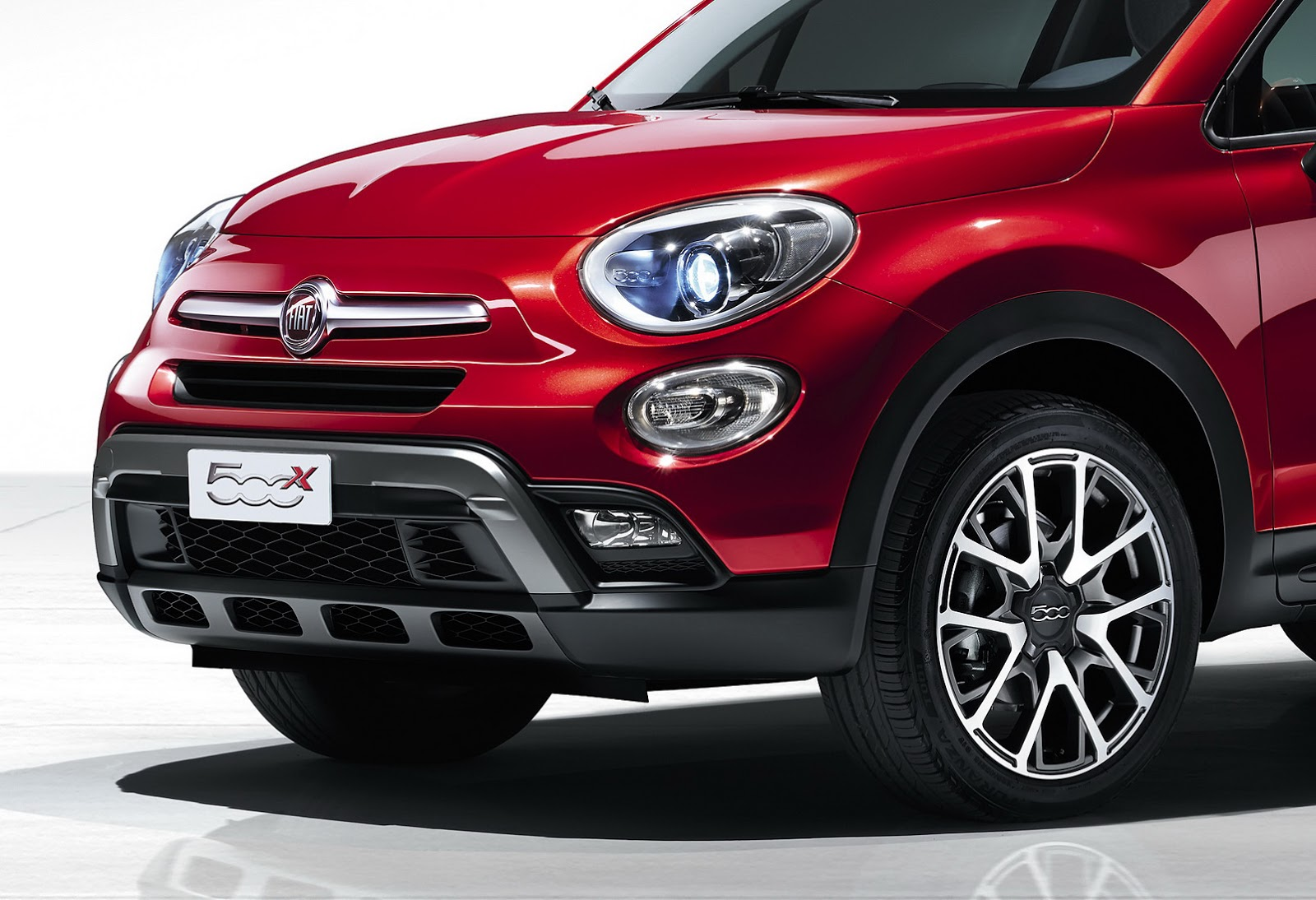 fiat 39 s 500x small crossover revealed will be sold in u s new photos carscoops. Black Bedroom Furniture Sets. Home Design Ideas