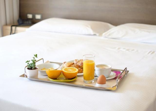 Đặt bữa sáng tại khách sạn