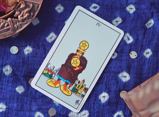Saiba o significado da Carta do 3 de Ouros no Tarot do amor, dinheiro e trabalho, na saúde, como obstáculo ou invertida e como conselho.