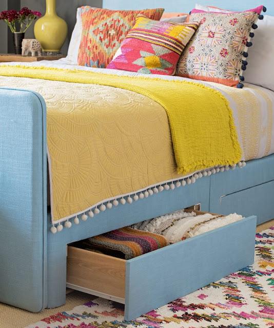 furnitur dengan bentuk dan fungsi