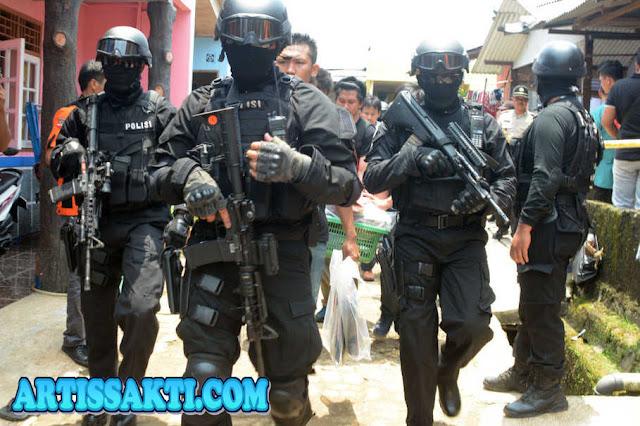 Hukum Mati untuk Gembong Teroris Aman Abdurrahman
