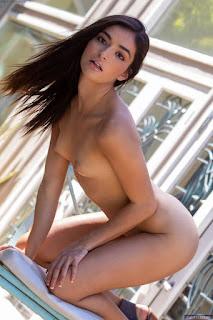 hot mature - emily_willis_10388_6.jpg
