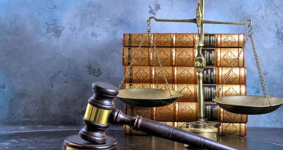 Αθώοι κατηγορούμενοι για παραβίαση των περιοριστικών μέτρων για τον κορωνοϊό!