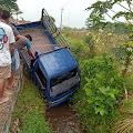 Mobil Bak Terbuka Masuk Saluran Irigasi di Kutasari, Pengakuan Supir Bikin Merinding