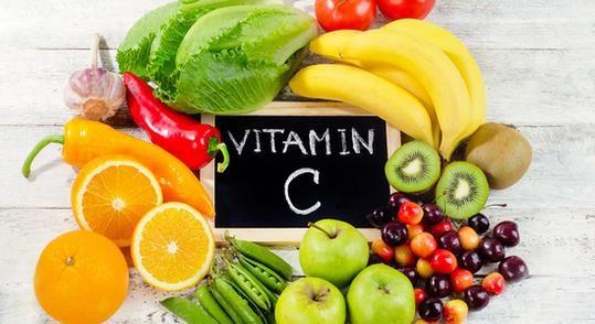 usqhime që përmbajnë vitaminë c, portokalle, speca, hudhra