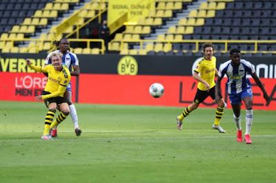 """Video Dortmund 1-0 Hertha Berlin: Vỡ òa """"người hùng"""", tiếc nuối phút 89"""