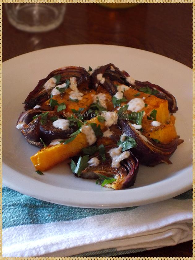 Zucca e cipolle rosse al forno con tahini