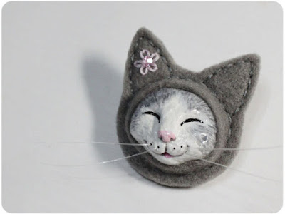 Isn't this Grey Smiling Cat Brooch adorable? Cat jewelry from KaffeeKatze on Etsy