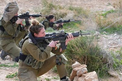Meninas israelenses vão ao tribunal, querem lutar em unidades de elite