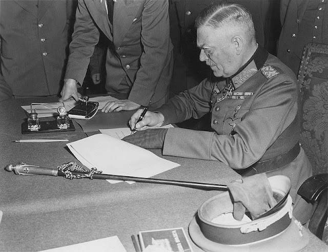 Mariscal Keitel, Berlin, firma de la rendición incondicional de Alemania