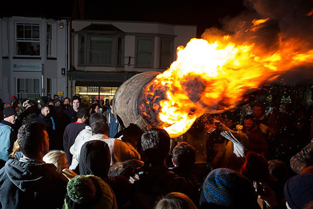ottery-burning-festival-fuoco-polveri-fawkes