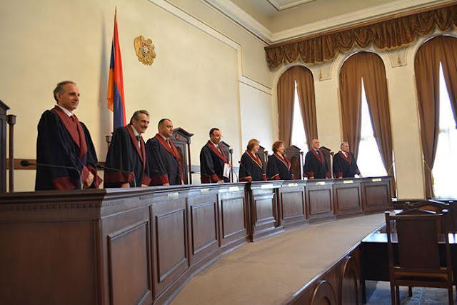 Aprueban ley para reemplazar Corte Constitucional