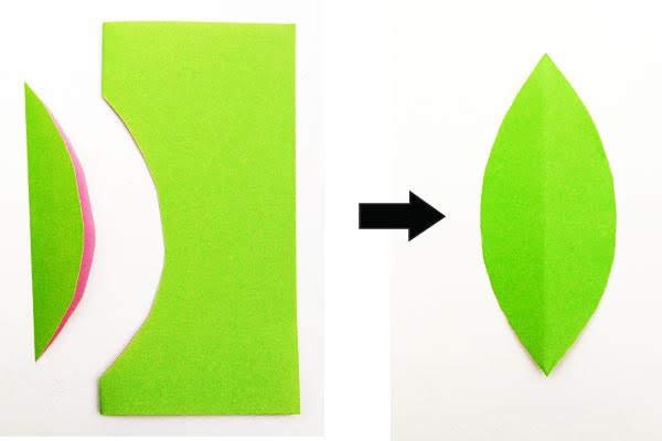 lipat kertas menjadi dua, lalu potong bentuk setengah daun di sepanjang tepi yang terlipat