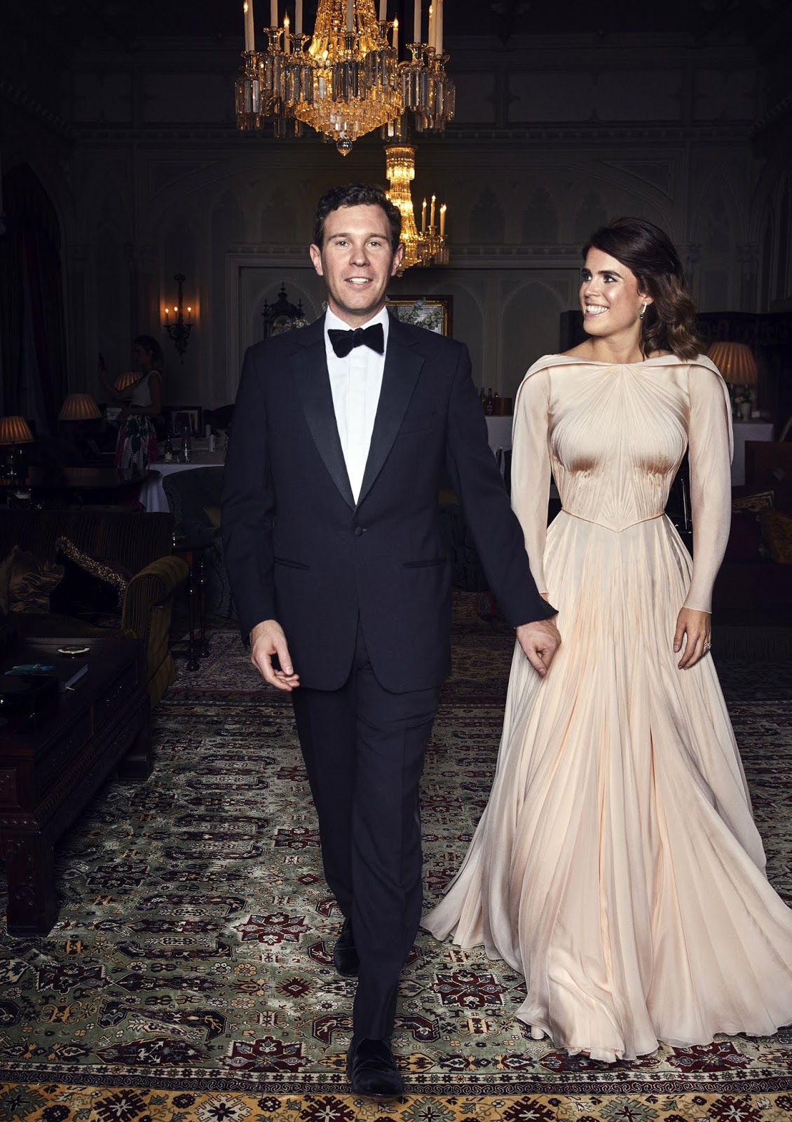 b246695f1eed Till kvällens mer privata tillställning bar prinsessan en snygg,  figursmickrande klänning från Zac Posen!