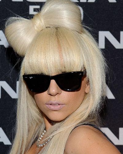 Phương Trinh Jolie đốn tim với mái tóc búi nơ lạ lẫm giống Lady Gaga