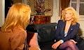 Η Αλίκη Βουγιουκλάκη παίρνει συνέντευξη από τη Ζωή Λάσκαρη (βιντεο)