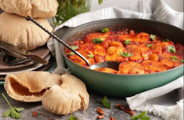 Smoky Tomato & Halloumi Bake #vegetarian #dinner