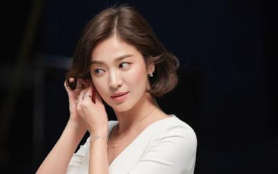 Penampilan Perdana Song Hye Kyo Pasca Perceraiannya