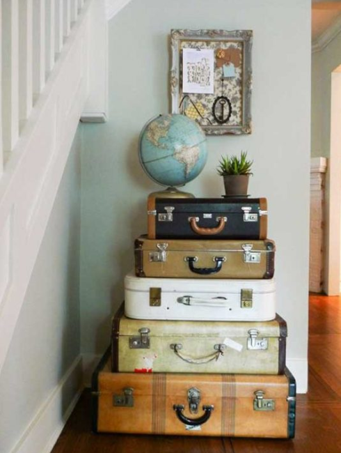 DECORATING IDEAS WITH REPURPOSED OLD SUITCASES