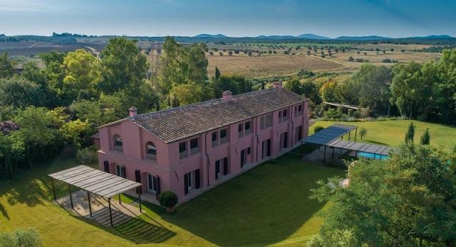 Prestigiosa villa in vendita Magliano in Toscana, Grosseto, Toscana. Prestigioso casale in prossimità del borgo di Magliano e a breve distanza dalla spiaggia ed è il fabbricato più antico della Tenuta