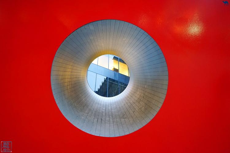 Le Chameau Bleu - Sculpture Red Cube Manhattan New York USA
