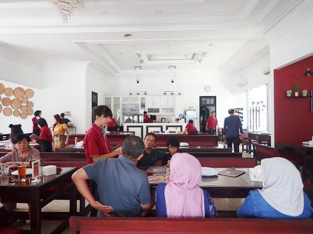 makan siang di bakoel desa
