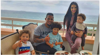 Elton Jantjies With Wife And Kids