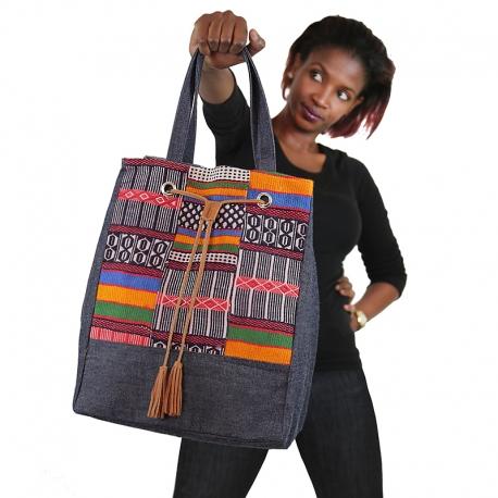 Des sacs à main africains très stylés : Beauté, mode, style, art, tendance, sac, main, bandoulière, femme, noire, tissu, cuir, pagne, wax, bazin charme, élégance, tissage, sortie, événement, fête, cérémonie, LEUKSENEGAL, Dakar, Sénégal, Afrique