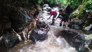 Dansub 16-22, Hindari Sampah Membludak Bersihkan Hulu Sungai Cikapundung