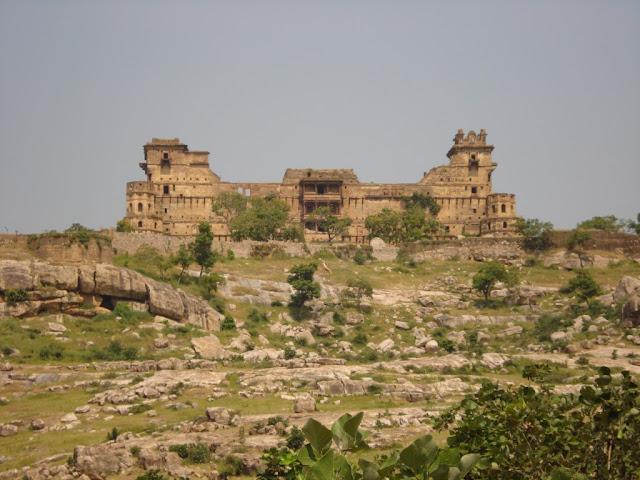 Garh Kundar Fort | भारत का सबसे रहस्मयी किला गढ़कुंडार का किला यहाँ गायब हो गयी थी पूरी बारात