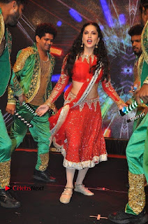 Bollywood Actress Model Sunny Leone Dance Performance in Red Half Saree at Rogue Audio Launch 13 March 2017  0014.jpg