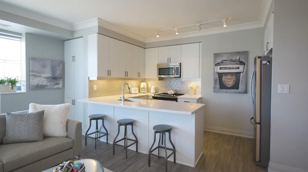 24 Interior Design Photos vs. Touring 400 Adelaide St E LPH3, Toronto, ON