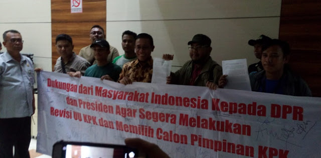 Petisi Dukungan Revisi UU KPK Telah Diserahkan Ke Komisi III DPR