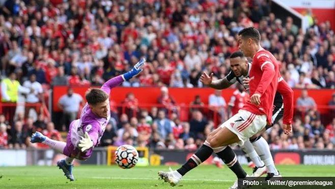 Manchester United vs Newcastle United 4-1, Ronaldo Dua Gol
