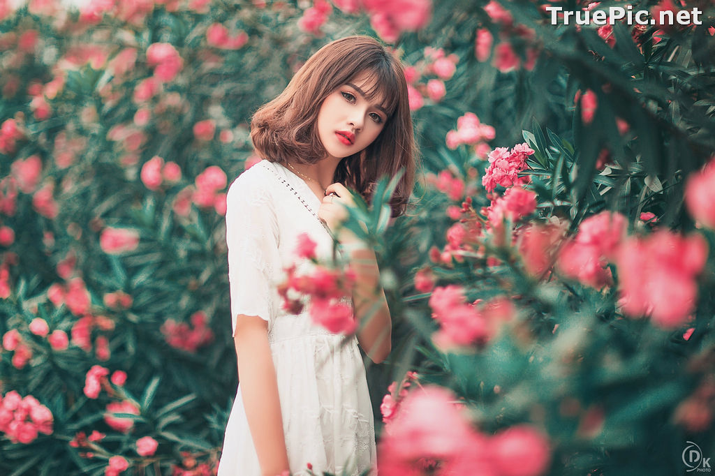 Image Vietnamese Model - Young Pretty Girl in White Dress and Flower Fence - TruePic.net - Picture-8