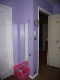 girls room mirror