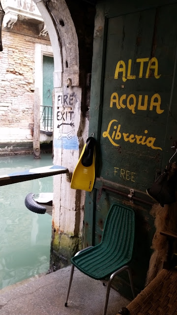 Water door of Acqua Alta book shop