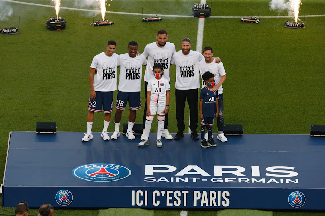 Messi and other PSG new signings were presented before Strasbourg match