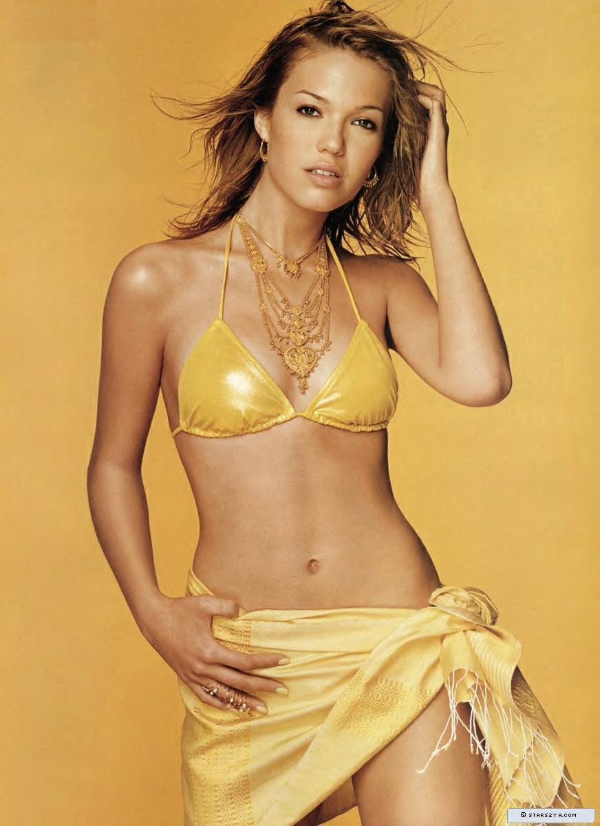 Mandy Moore In A Bikini 4