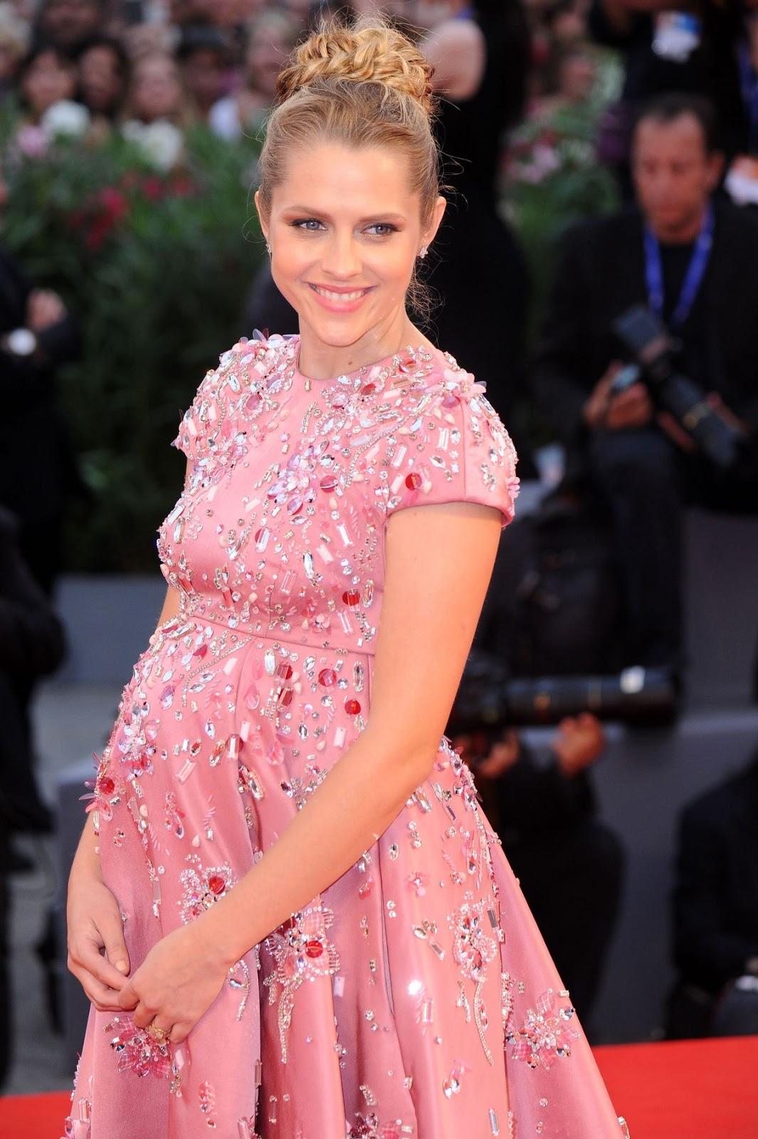 HQ Photos of Pregnant Teresa Palmer at Hacksaw Ridge Premiere At 2016 Venice Film Festival