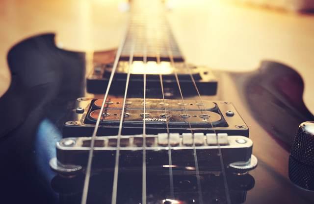 ROCK AROUND: Hard Rock riffs που δεν χορταίνεις να ακούς