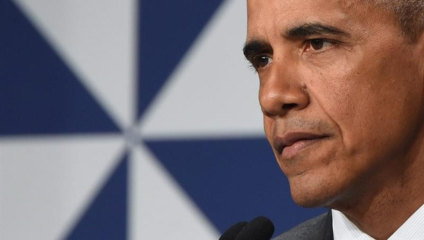 Obama defiende profesionalismo de policías de EE.UU.